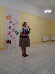 Básničku ku Dňu matiek predniesla aj členka Ženskej speváckej skupiny Gečanka pani Helena Halušková