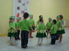 Tancom nás potešili malé žabiatka...