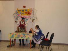 Scénka vpodaní žien so speváckej skupiny Gečanka
